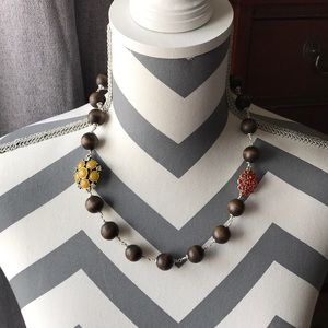 Fissile wood bead necklace